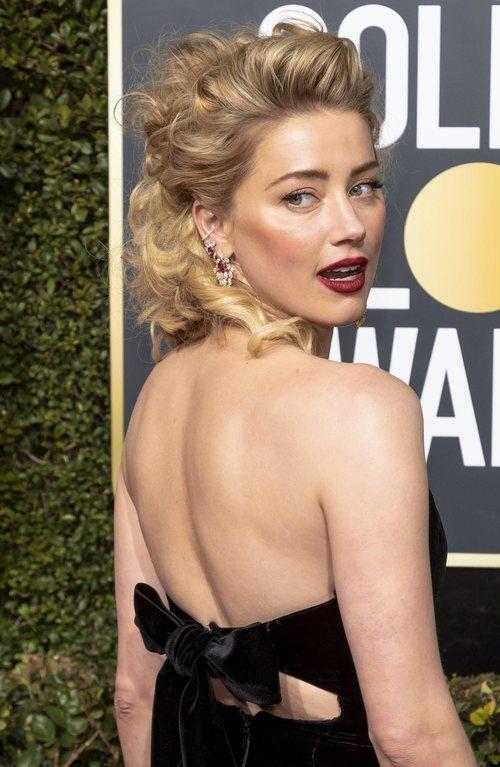 El peinado ochentero de Amber Heard en los Globos de Oro 2019