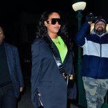 Rihanna con un bronceado excesivo en Nueva York