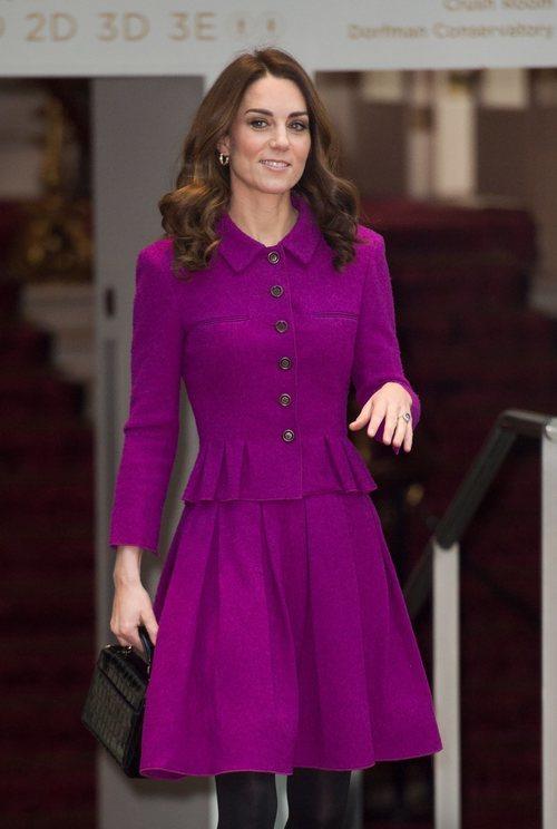 Kate Middleton con la melena con tirabuzones en el Royal Opera House
