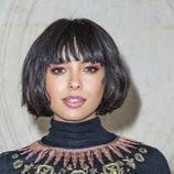 Kat Graham con mucha sombra de ojos en la París Fashion Week 2019