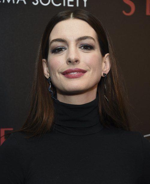 Anne Hathaway  con un sencillo maquillaje