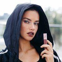 Adriana Lima para la colección de maquillaje de Puma X Maybelline