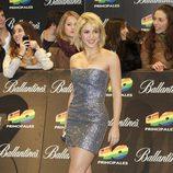 Shakira con corte de pelo tipo bob y labios fucsia