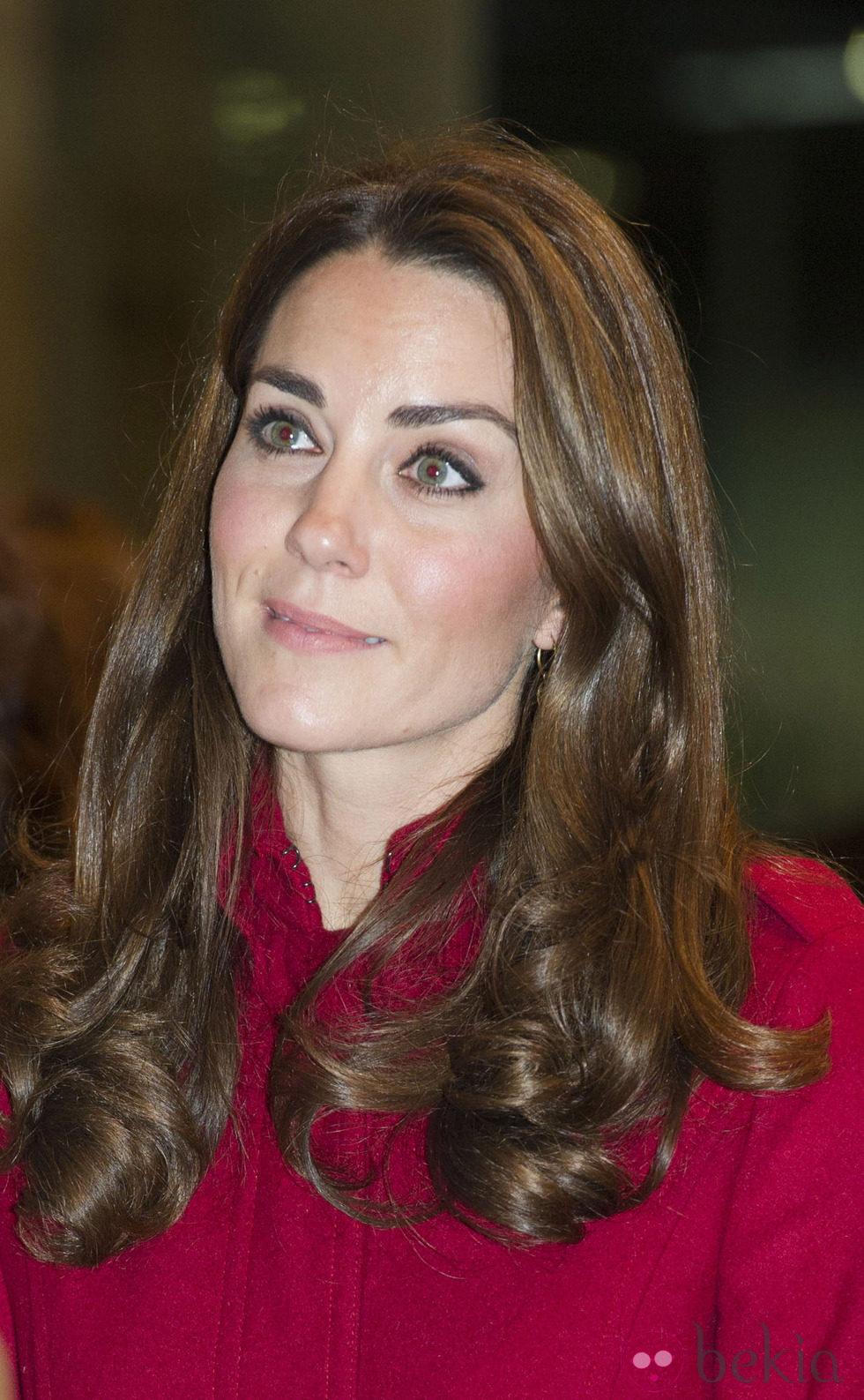 Kate Middleton con maquillaje nude y puntas marcadas