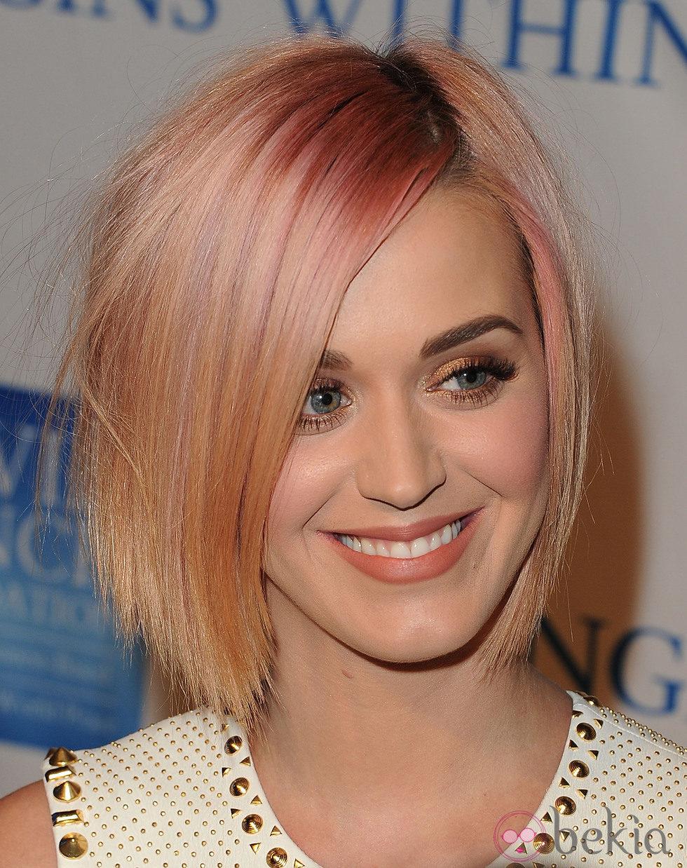 Peinado de Katy Perry con corte bob rubio