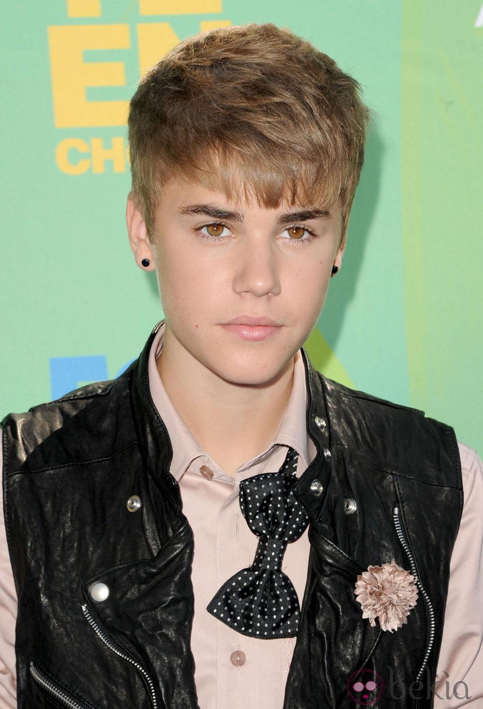 Justin Bieber con pelo corto y flequillo largo