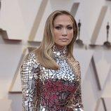 Jennifer Lopez con el pelo suelto y rubio oscuro Premios Oscar 2019