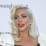 Lady Gaga con pintalabios y sombra de ojos rosa