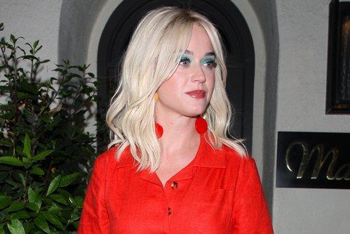 Katy Perry con sombra de ojos turquesa