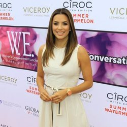 Eva Longoria con beauty look perfecto en un acto de la Fundación Global Gift