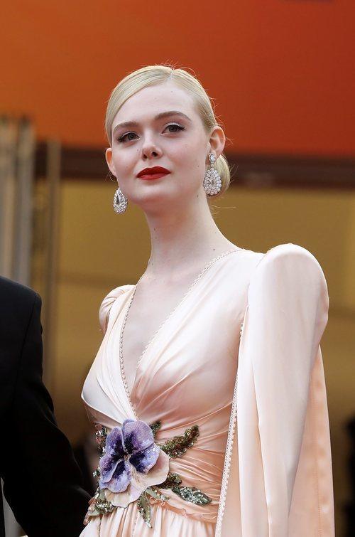 Elle Fanning con beauty look elegante en el Festival de Cine de Cannes 2019