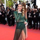 Helena Bordon con ondas al agua en la alfombra roja de Cannes 2019
