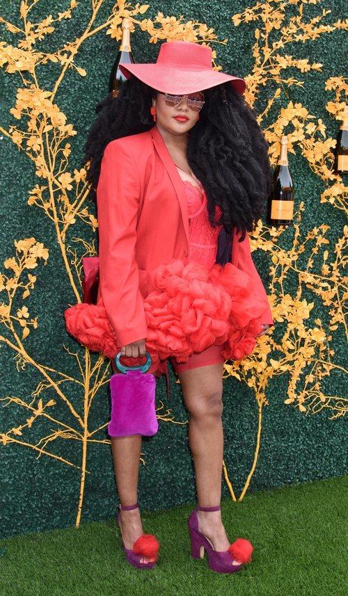 TK Wonder con beauty look recargado en el evento Veuve Clicquot PoloClassic
