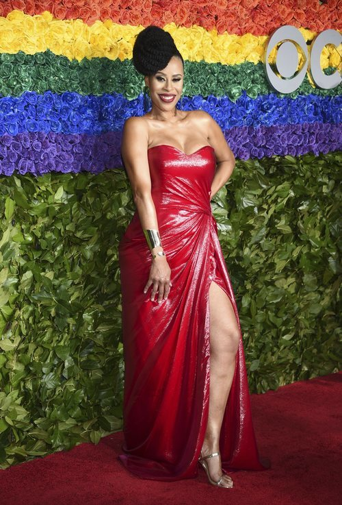 Dominique Morisseau en los Tony Awards 2019 con tupé XXL