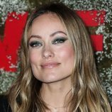 Olivia Wilde con make up ahumado en tonos verdes en la Gala Women In Film 2019