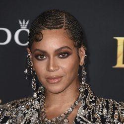 Beyoncé con el pelo trenzado en la premiere de 'El Rey León'