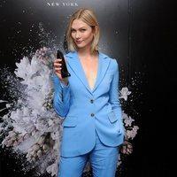 Karlie Kloss como imagen de los perfumes de Carolina Herrera con melena corta