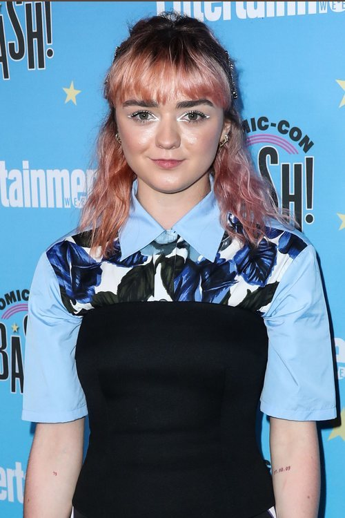 Maisie Williams con un beauty look de comic en la celebración internacional Comic-Con