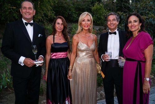 Carmen Lomana en la Gala AECC 2019 con un look beauty en clave natural y de noche
