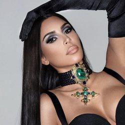 Kim Kardashian posa como imagen de su propia marca cosmética Kkwbeauty