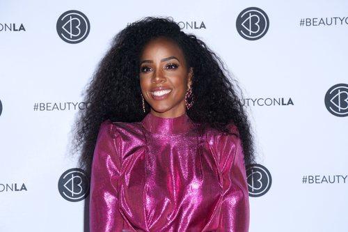 Kelly Rowland con exceso de iluminador en el Beautycon 2019