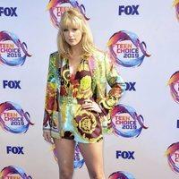 Taylor Swift reaparece en los Premios Teen Choice 2019 con un beauty look sesentero