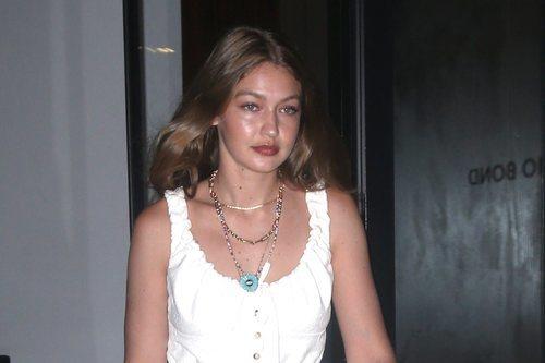 Gigi Hadid con un maquillaje en clave natural en Nueva York