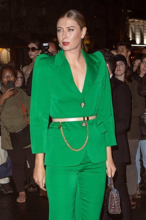 Maria Sharapova con un beauty cargado de brillos en la Semana de la Moda de París