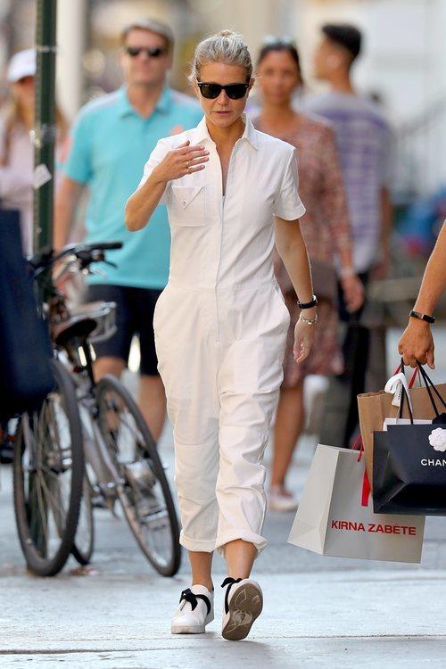 Gwyneth Paltrow con un cómodo moño por las calles de Nueva York