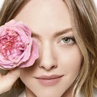 Foto promocional de Amanda Seyfried como embajadora de Lancôme