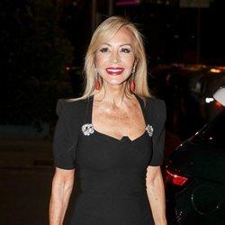 Carmen Lomana luce un maquillaje de porcelana en el 25º aniversario de Tacha Beauty