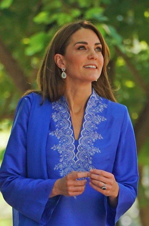Kate Middleton con un beauty look muy natural en su viaje oficial a Pakistán