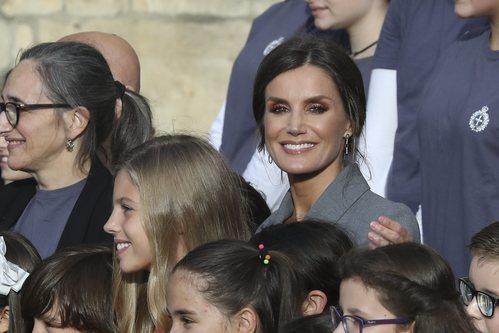 El beauty look rosado de la Reina Letizia a su llegada a Oviedo para los Premios Princesa de Asturias 2019