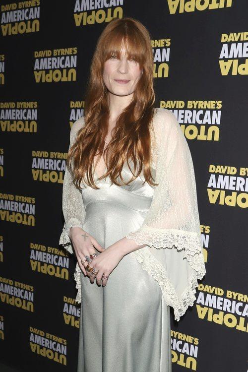 Florence Welch con flequillo largo en la presentación de 'American Utopia' de David Bryne