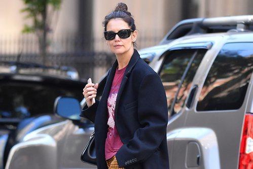 Katie Holmes con gafas extra grandes en Nueva York