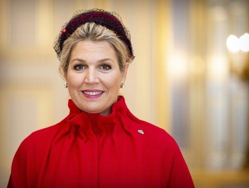 La Reina Máxima de Holanda con los ojos ligeramente ahumados y labial rosado