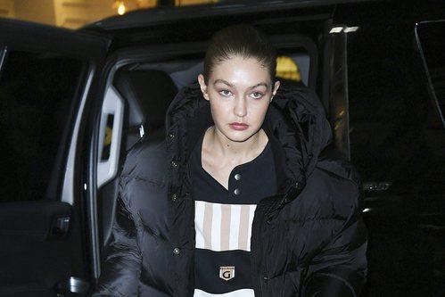 Gigi Hadid sin maquillaje y pelo recogido por Nueva York