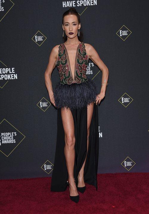 Maggie Q en la alfombra roja de los People's Choice Awards 2019 con un recogido lacio
