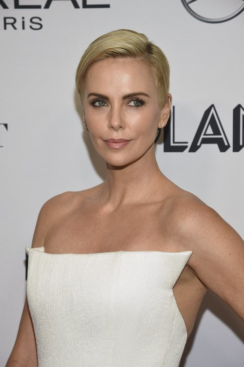 Charlize Theron con un make up muy natural en los Glamour Women Of The Year Awards 2019