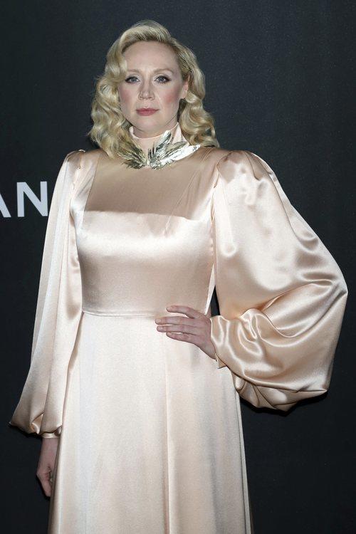 Gwendoline Christie se pasa de rubor en una gala celebrada en el MOMA de Nueva York