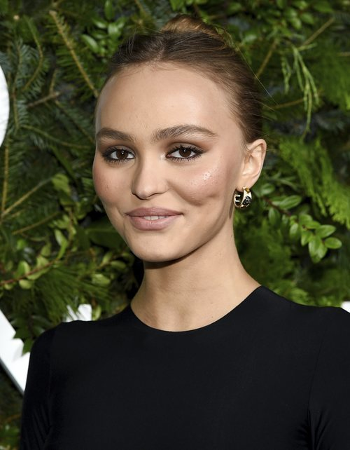 Lily Rose-Depp con maquillaje y acné en el Snow Launch Event 2019 de Chanel