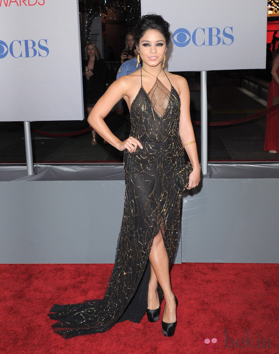 Vanessa Hudgens con un maquillaje smookey eyes en los People's Choice Awards