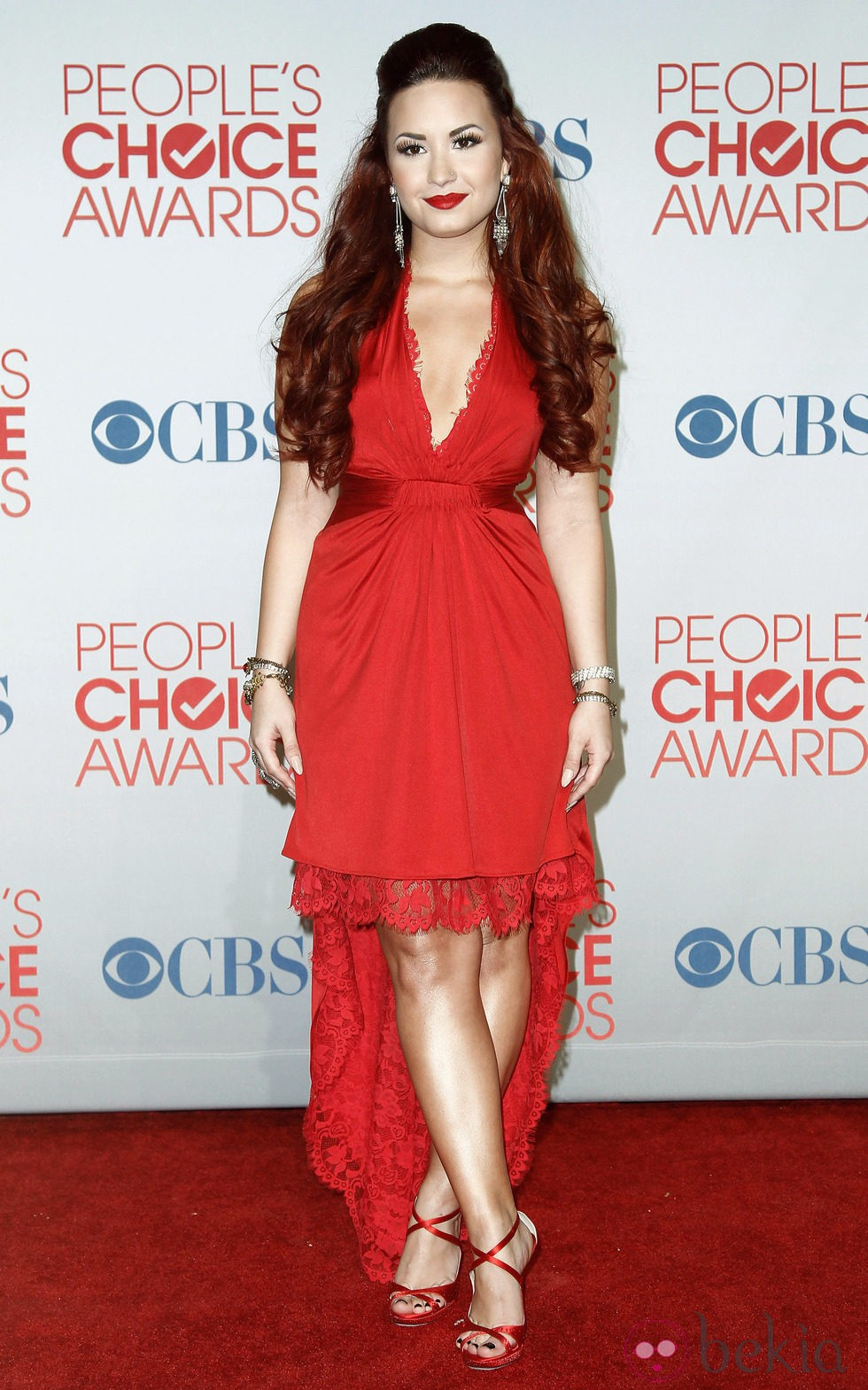 Demi Lovato con labios rojos en los People's Choice Awards