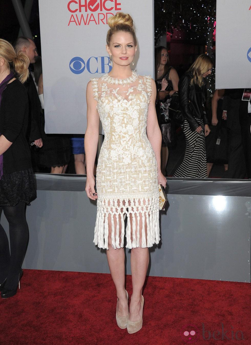 Jennifer Morrison con moño beehive en los People's Choice Awards