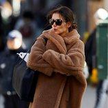 Katie Holmes despelujada por Nueva York