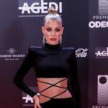 Jessica Goicoechea con un precioso ahumado en tonos rojos y negro en los Premios Odeón 2020