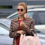 Eva Mendes con un beauty look desaliñado en los Ángeles
