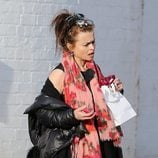 Helena Bonham saliendo del rodaje de 'The Crown'