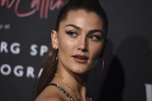 Rachel Matthews con un perfecto eyeliner verde en la Fiesta de Vanity Fair 2020 en Los Ángeles