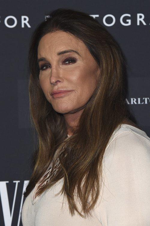 Caitlyn Jenner con un beauty look muy recargado en la Fiesta de Vanity Fair 2020